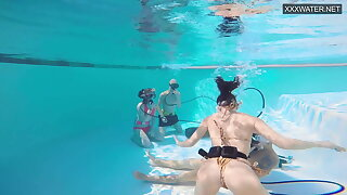 Couple films – couple Eva Sasalka and Jason making out underwater
