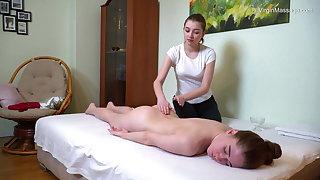 Virgin round ass brunette babe Cili Kocsonya massaged