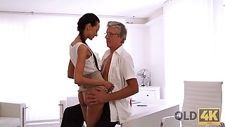 OLD4K. Tight young pussy be beneficial to bewitching secretary Liliane hypnotizes daddy