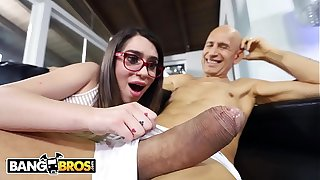 BANGBROS - Magazine Sales Girl Joseline Kelly Overwhelemd By Vlad The Impaler